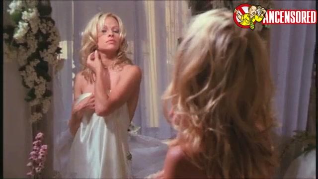 Pamela Anderson sexy scene in V I P