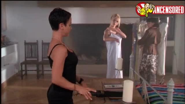 Pamela Anderson screentime - V I P