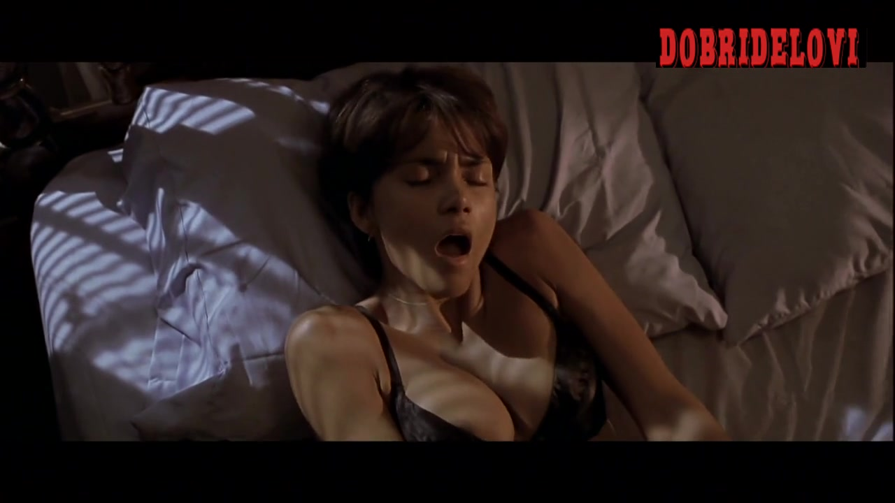 Billy Bob Thornton goes down on Halle Berry video image