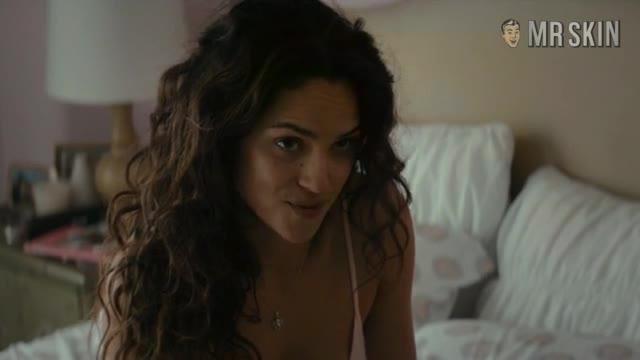 Adria Arjona looks fantastic - True Detectives