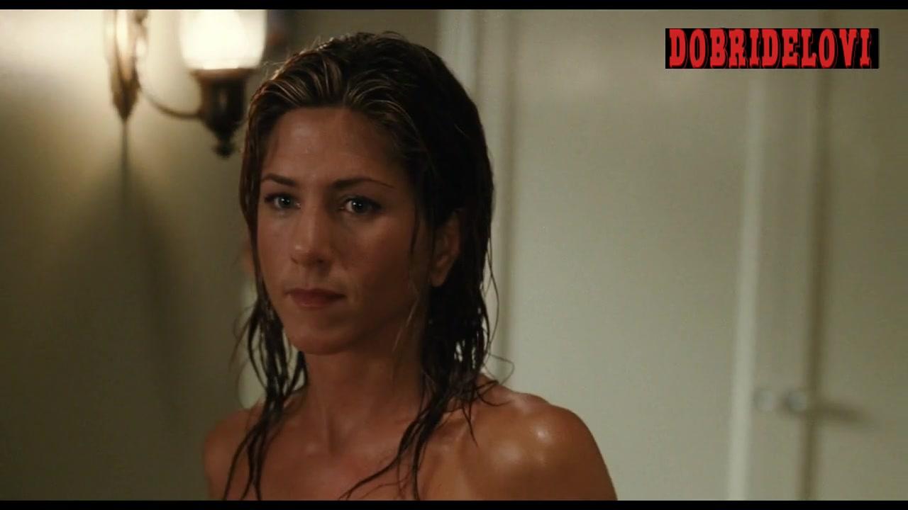 Jennifer Aniston walking around naked after bath scene