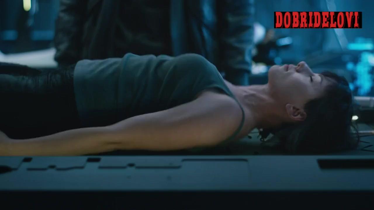 Scarlett Johansson waking up scene in Ghost in the Shell