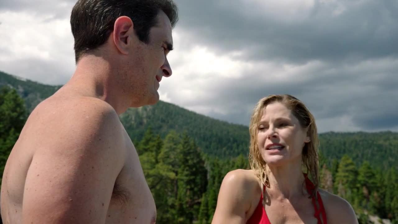 Julie Bowen must watch clip in Modern Family