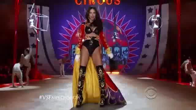 Adriana Lima must watch clip - The Victoria s Secret Fashion Show 2012