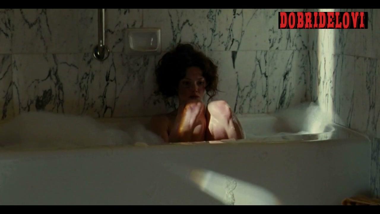 Amanda Seyfried smoking in the bathtub