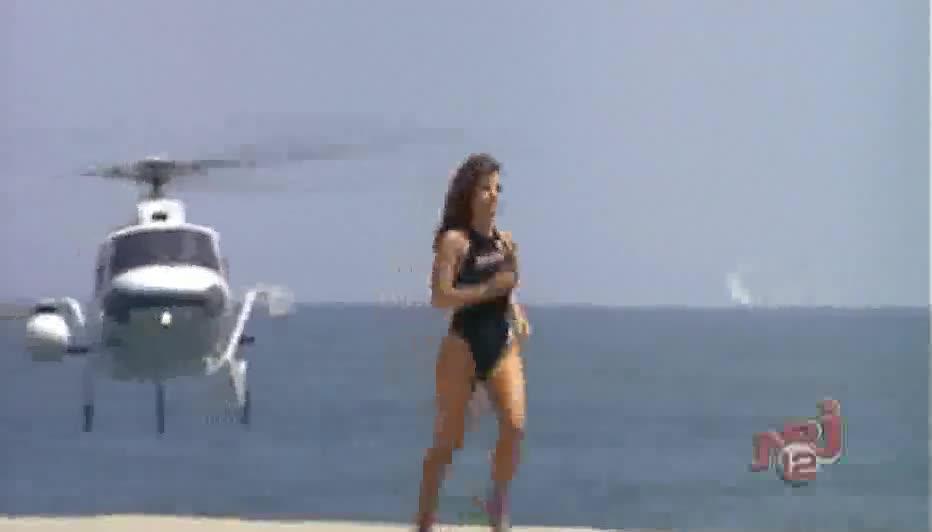 Yasmine Bleeth sexy scene in Baywatch