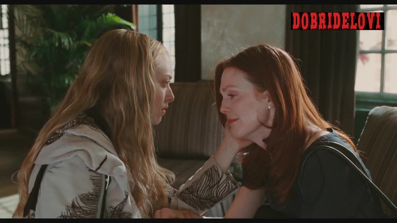 Amanda Seyfried and Julianne Moore lesbian kiss scene from Chloe