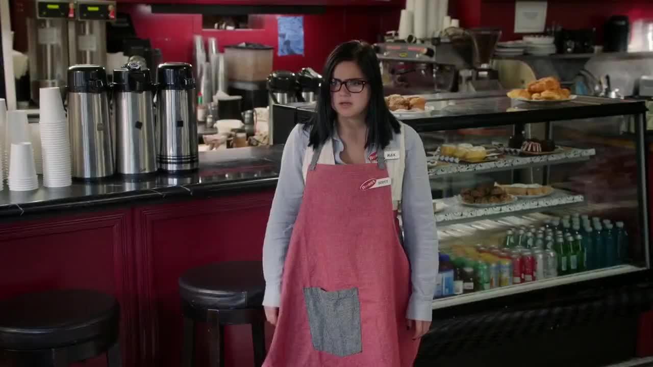 Sarah Hyland must watch clip - Modern Family