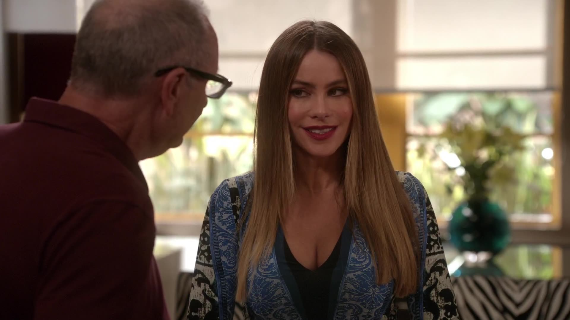 Sofia Vergara argues with Ed in the kitchen