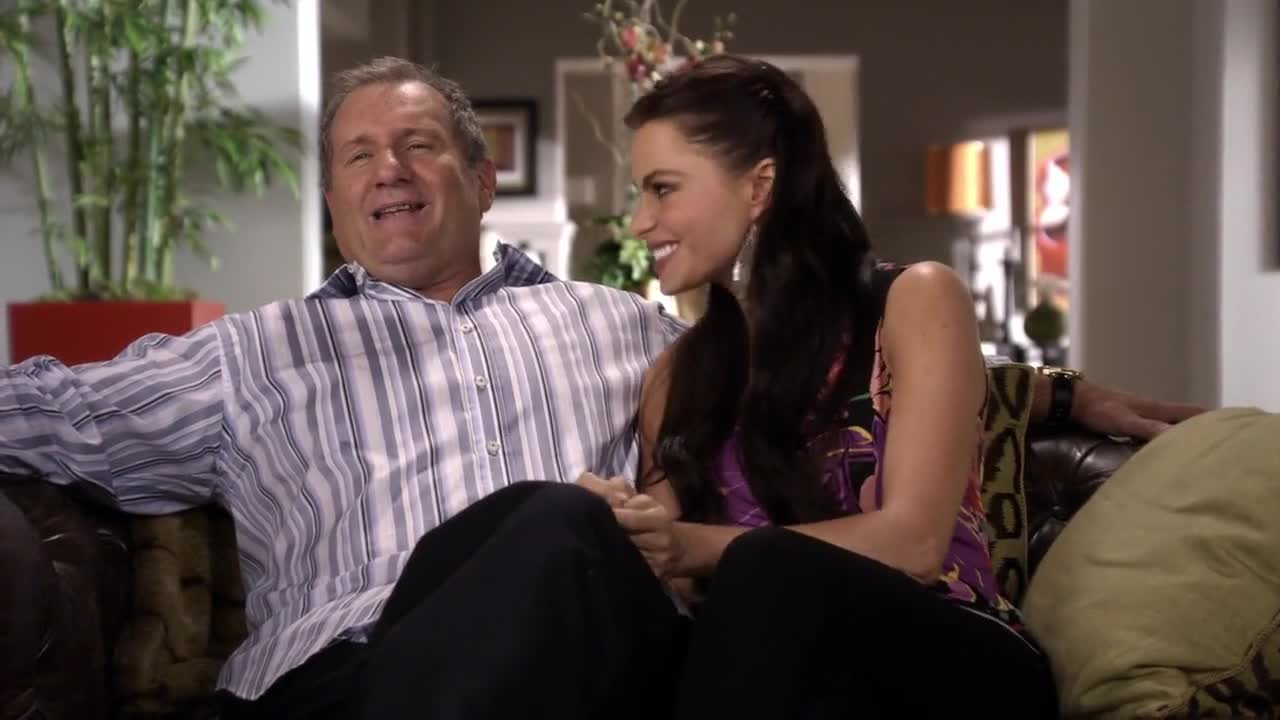 Modern Family's Jay and Gloria couch sessions s01e02