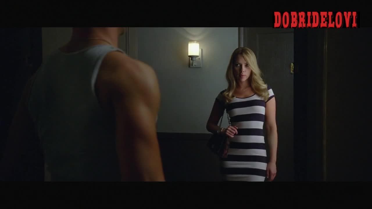Scarlett Johansson rolls in bed with Joseph Gordon Levitt who fantasizes about porn