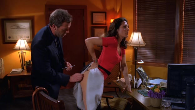 Dr. House injects Dr. Cuddy's ass