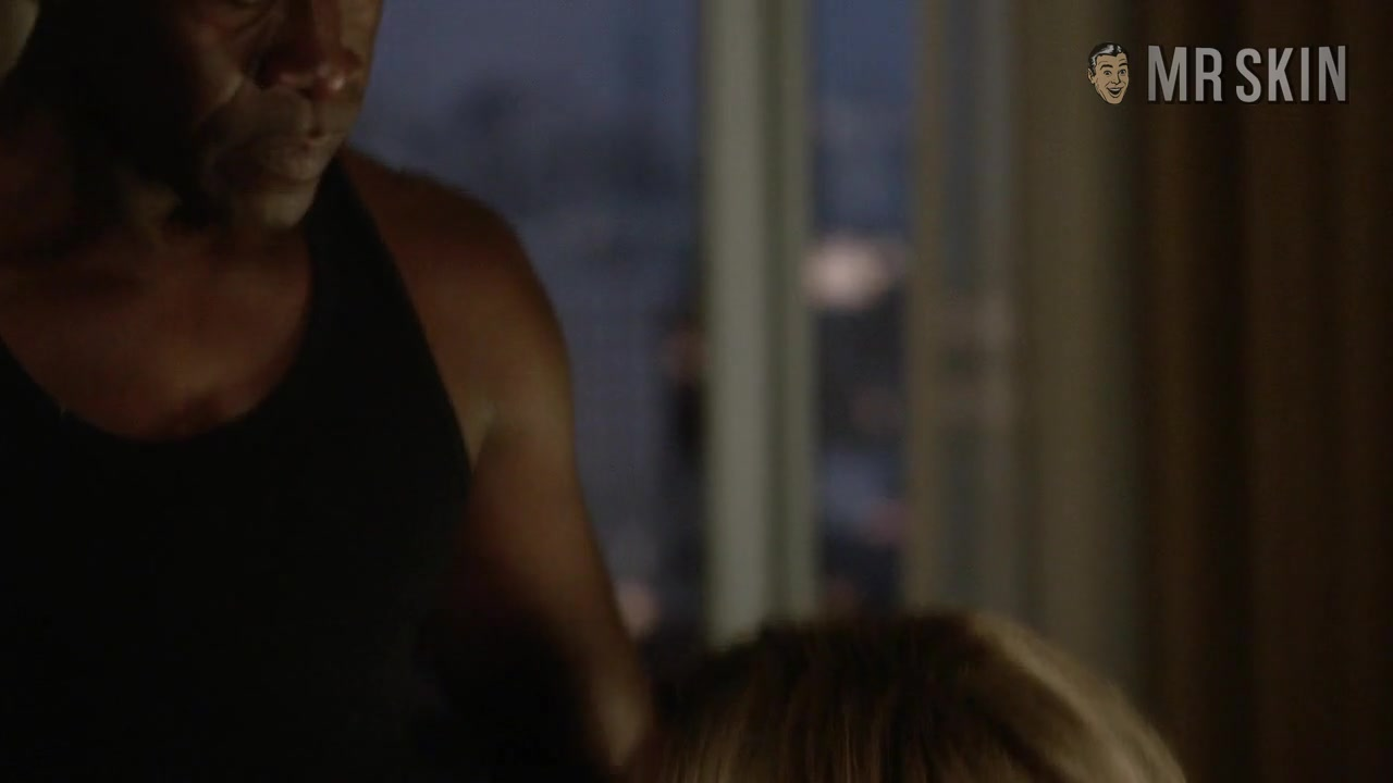 Mary McCormack looks fantastic in House of Lies