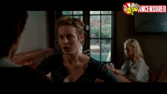 Juno Temple sexy scene from Greenberg