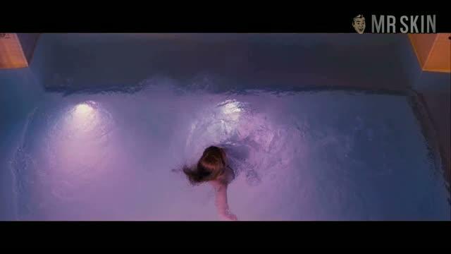 Isla Fisher sexy scene from Bachelorette