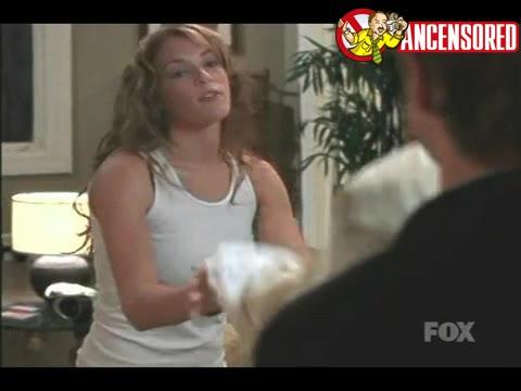 Amanda Righetti sexy scene from The O C