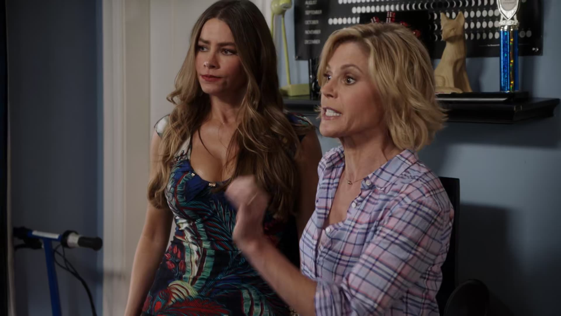 Sofia Vergara's cleavage enters the room scene from Modern Family