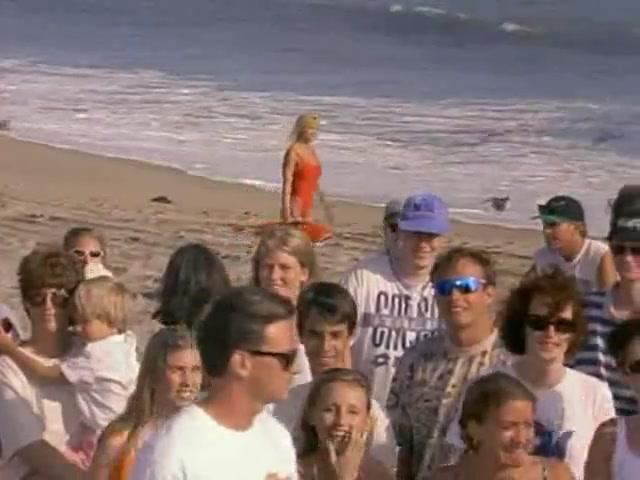 Donna D'Errico looks fantastic - Baywatch