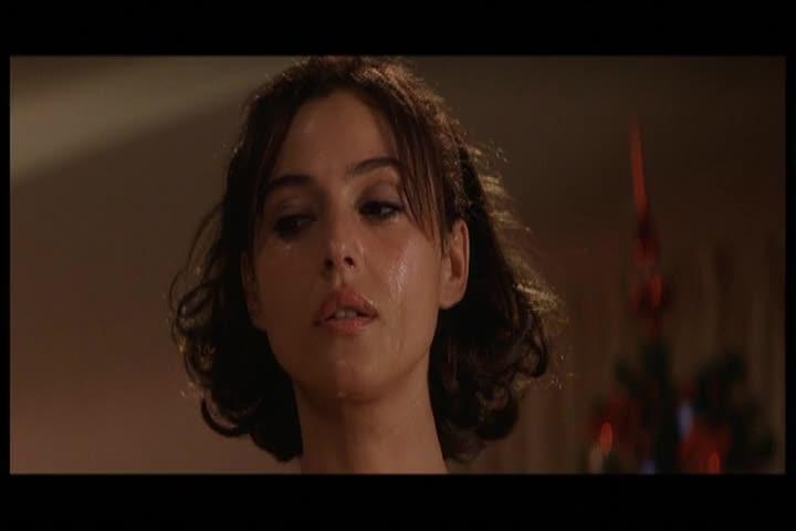 Monica Bellucci sexy scene in L Ultimo capodanno