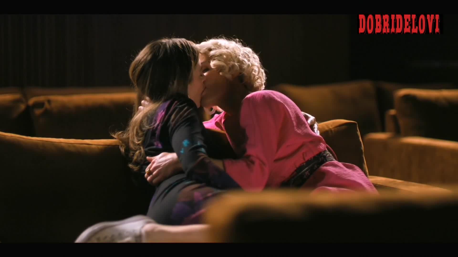 Stephanie Allynne and Leisha Hailey lesbian kiss in the couch scene