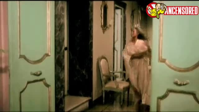 Ursula Andress scene in Spogliamoci cos