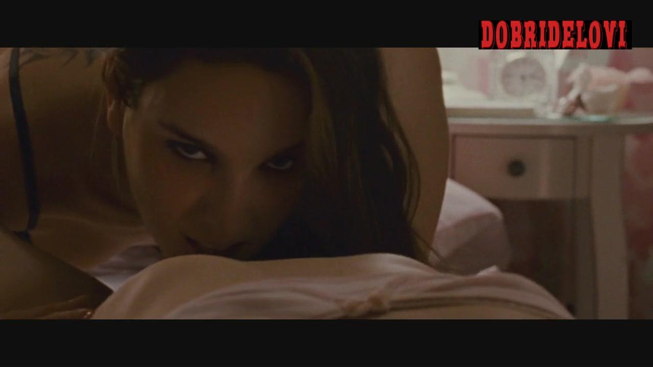 Natalie Portman and Mila Kunis lesbian scene from Black Swan