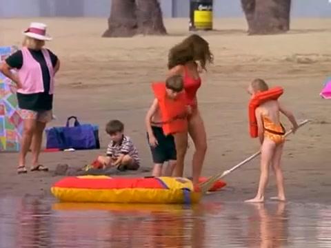 Yasmine Bleeth must watch clip in Baywatch