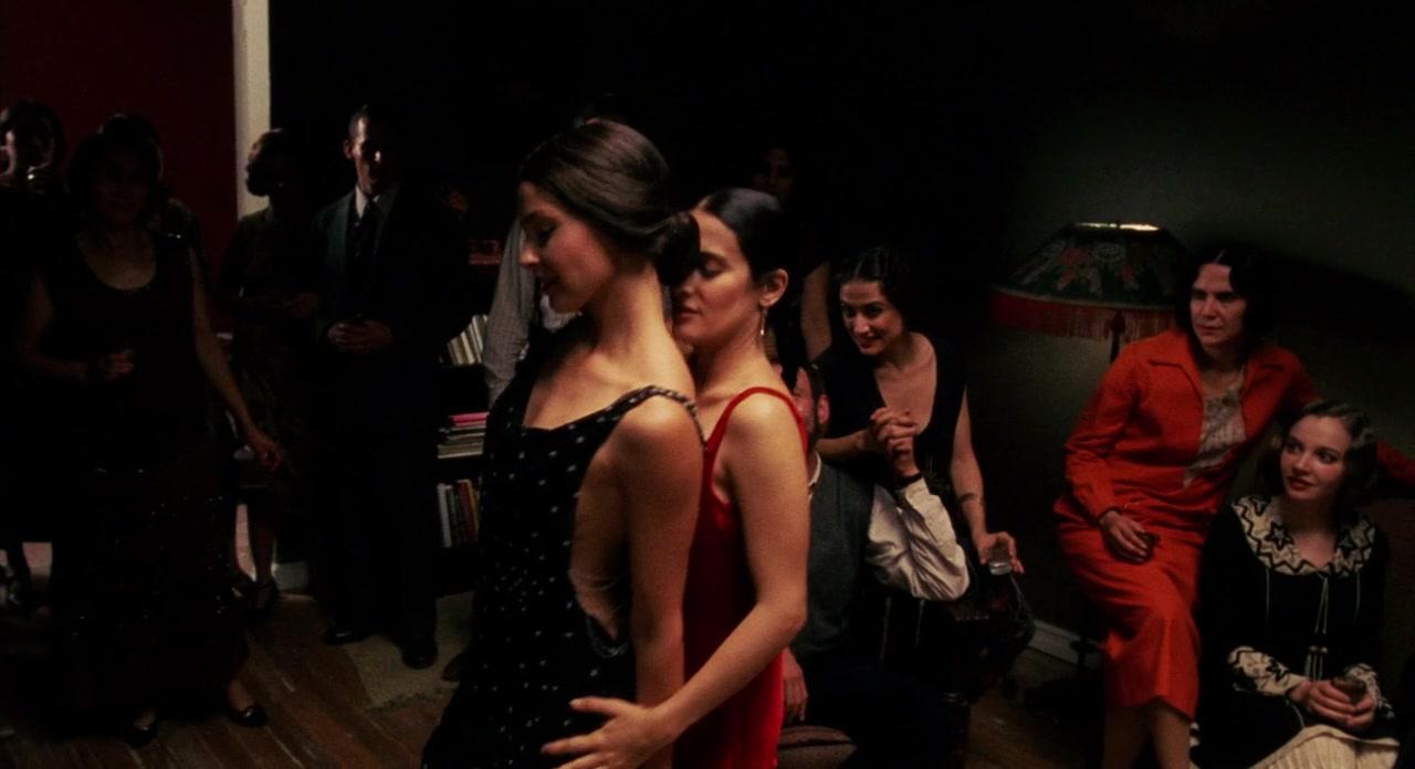 Sexy dance between Salma Hayek and Ashel Judd