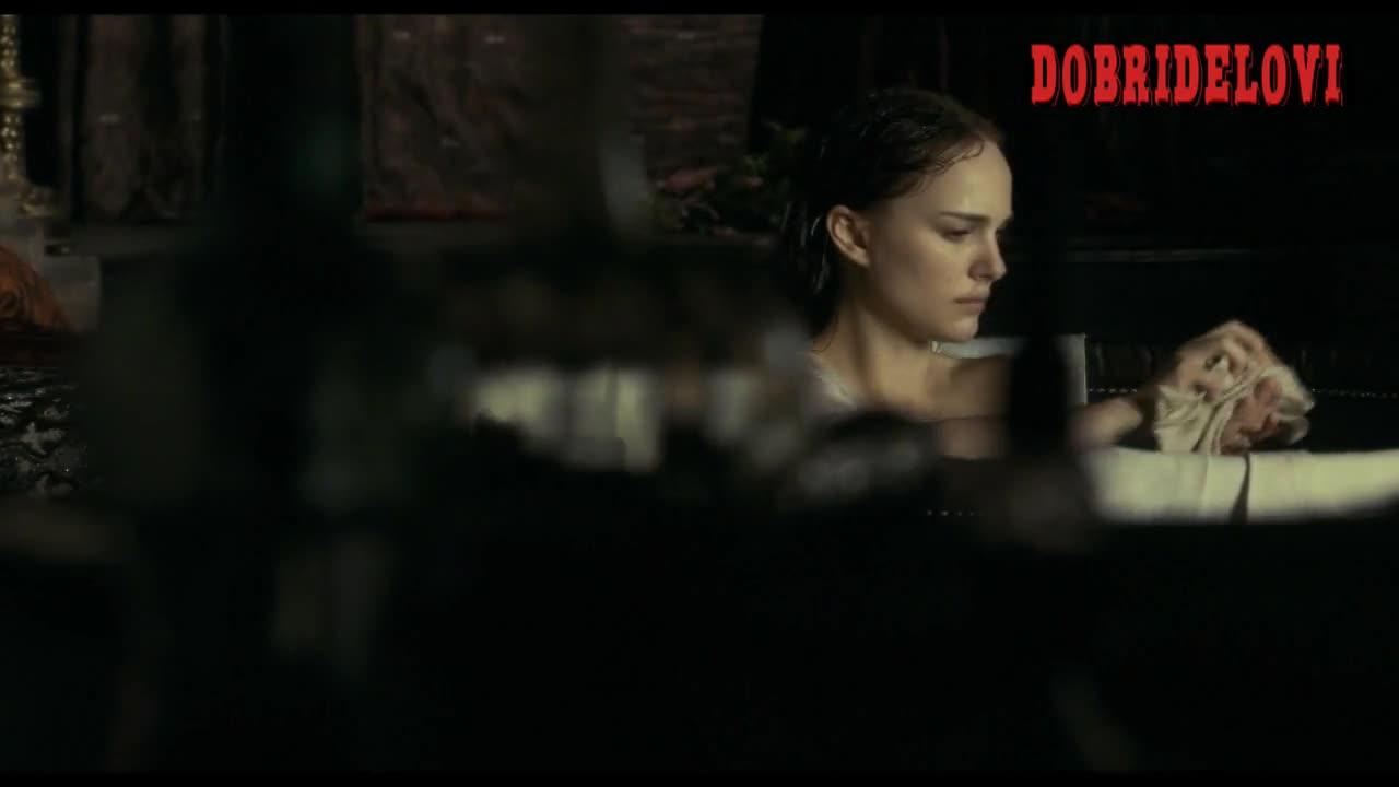 Natalie Portman walked on a bathtub