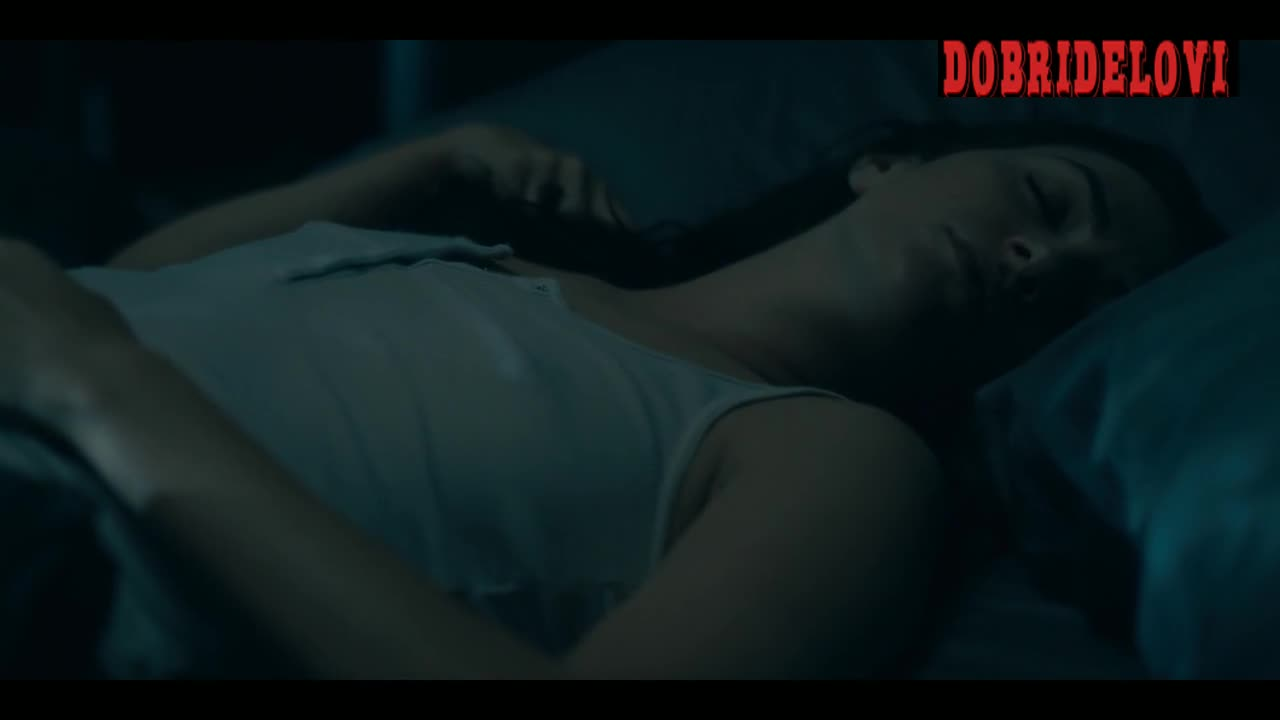 Kate Siegel pokies scene from The Haunting of Hill House