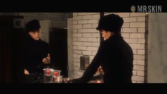 Carla Gugino must watch clip - Girl Walks Into a Bar