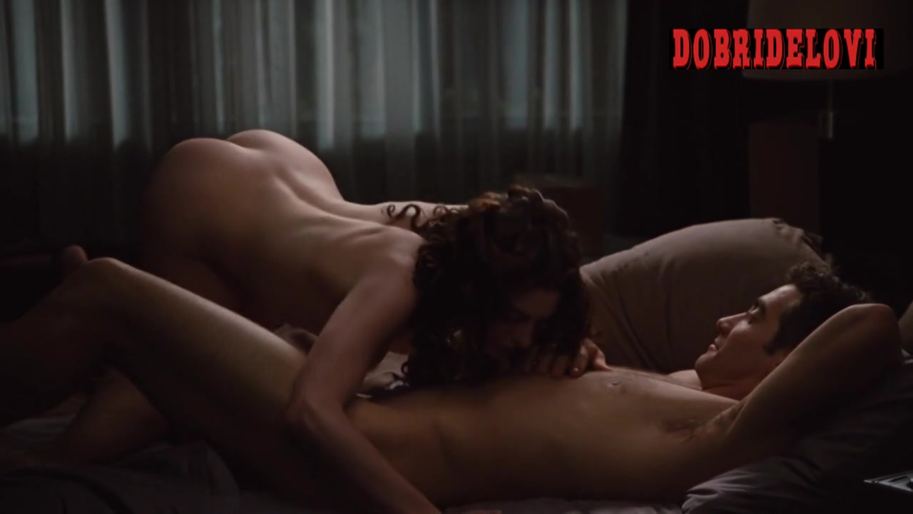 Anne Hathaway rolls in bed with Jake Gyllenhaal for Love & Other Drugs