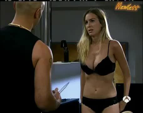 Kira Miró undressing scene from Desesperado club social