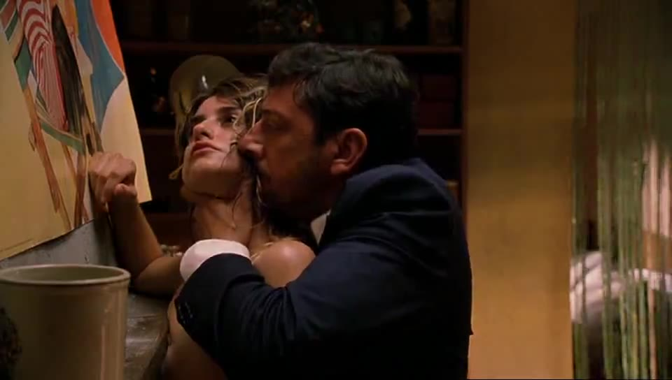 Penélope Cruz screentime from Don t Move