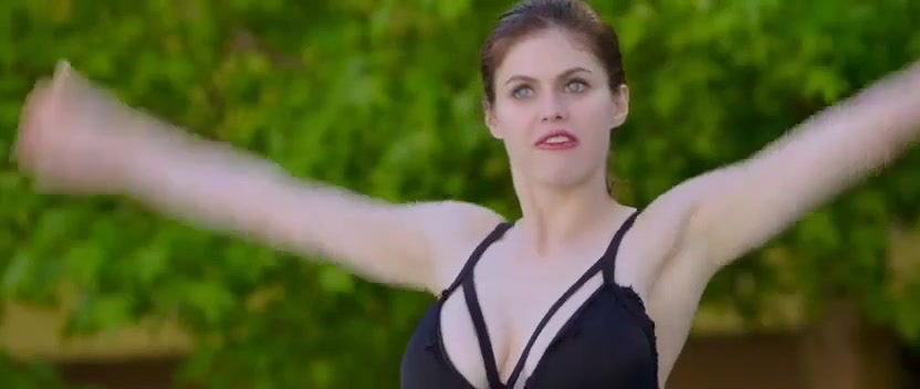 Alexandra Daddario and Kate Upton bikini scene from the Layover