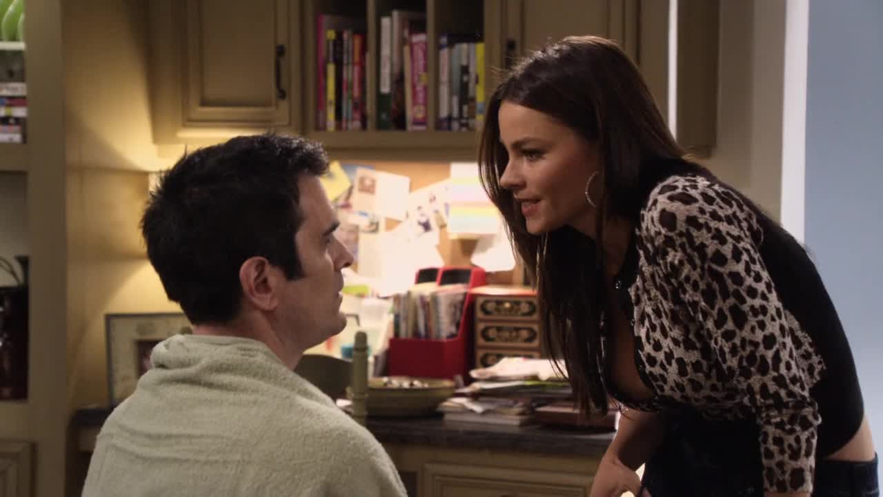 Sofia Vergara cutting hair to Phil Dunphy