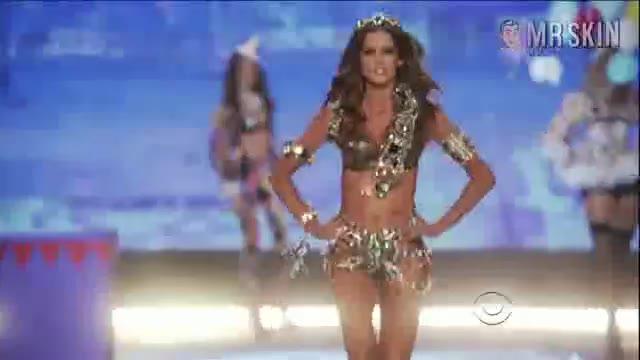 Erin Heatherton must watch clip - The Victoria s Secret Fashion Show 2012