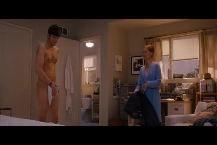 Natalie Portman must watch clip in No Strings Attached_6
