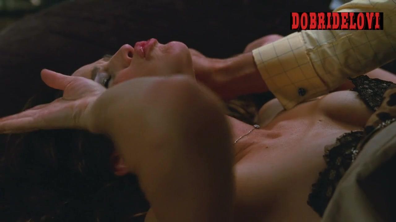 Watch Jennifer Garner bedroom scene from Arthur video