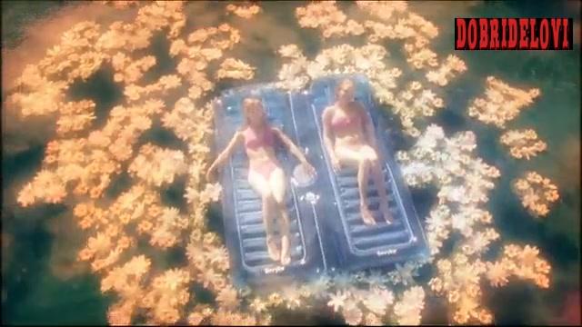 Amanda Seyfried and Kristen Bell sunbathing scene from Veronica Mars