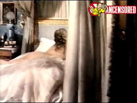 Ursula Andress scene - Campanas rojas