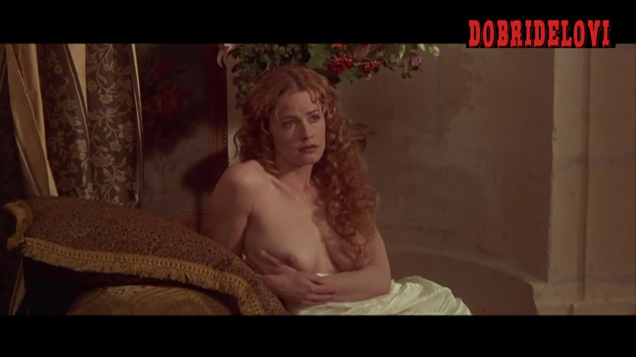 Elisabeth Shue posing nude in Cousin Bette