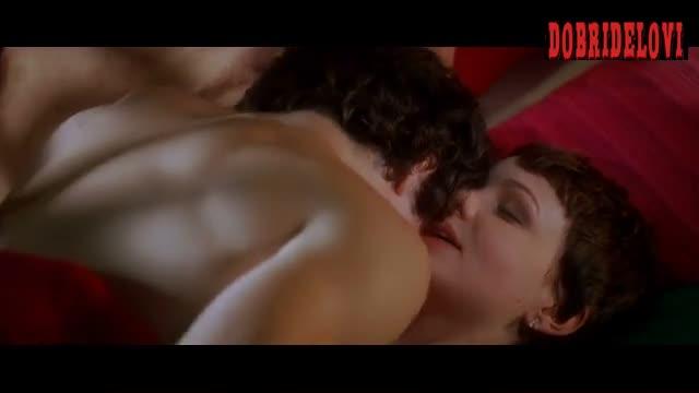 Carey Mulligan rolls with dude in bed