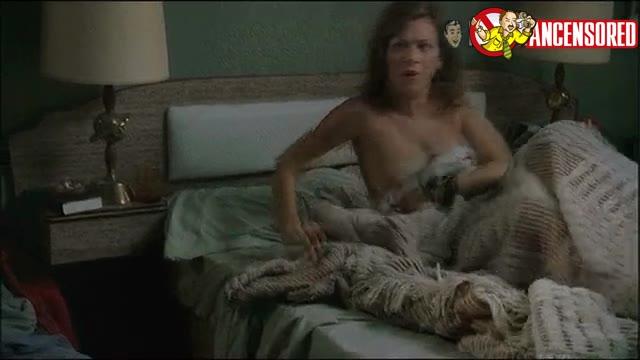 Anna Friel scene - Niagara Motel