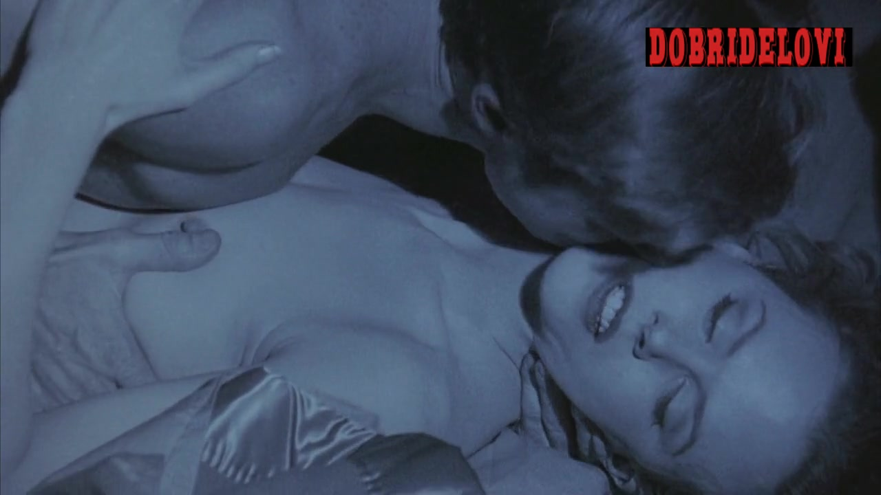 Nicole Kidman getting pounded in Tom Cruise dream