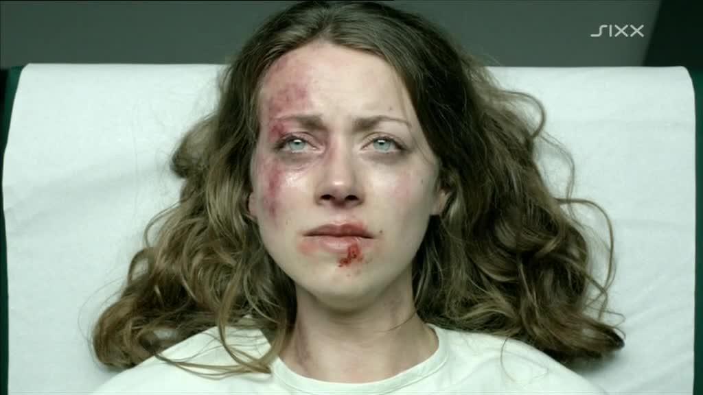 Alice Dwyer beaten up shots in police station - Im Alleingang Elemente des Zweifels