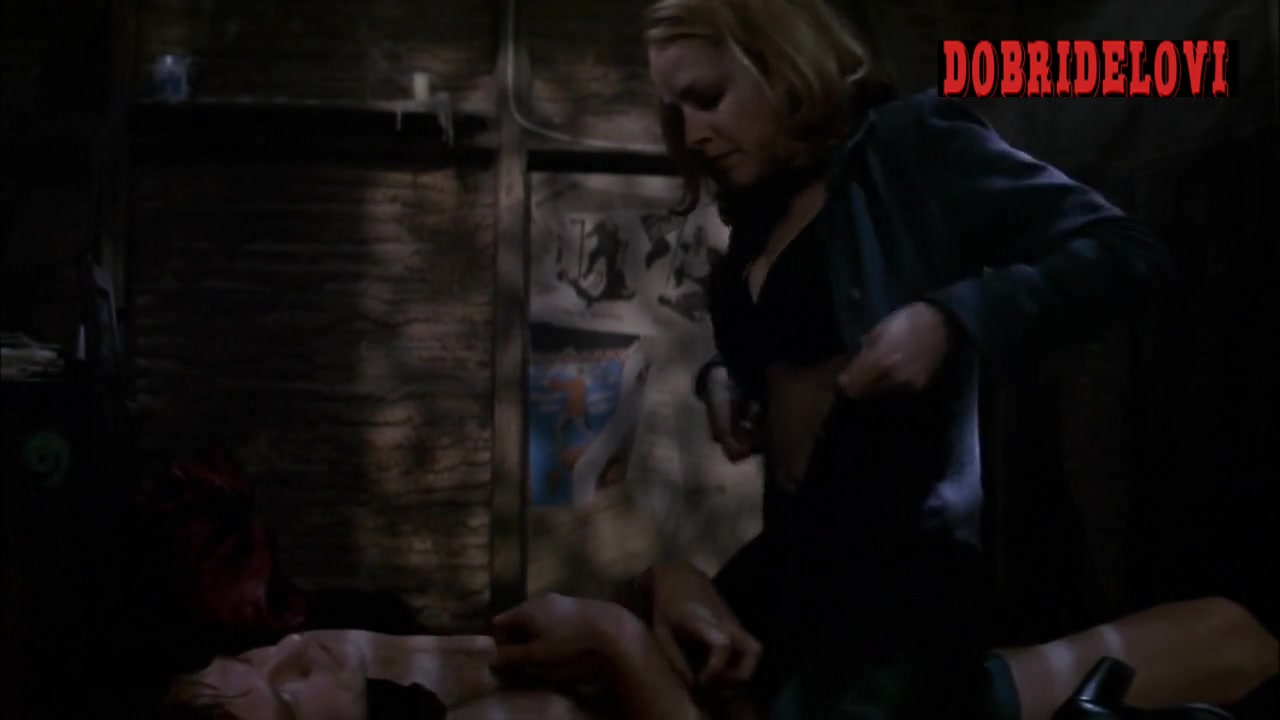 Elisabeth Shue undresses and offers body heat to Val Kilmer from The Saints