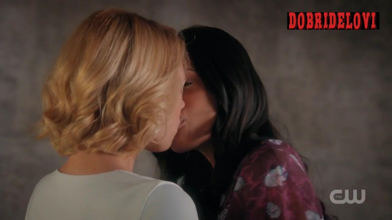 Rosario Dawson and Yael Grobglas parking lot kiss scene from Jane the Virgin