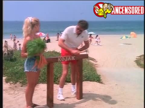 Pamela Anderson must watch clip in Baywatch