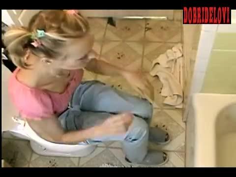 Naomi Watts sitting on toilet scene from Ellie Parker